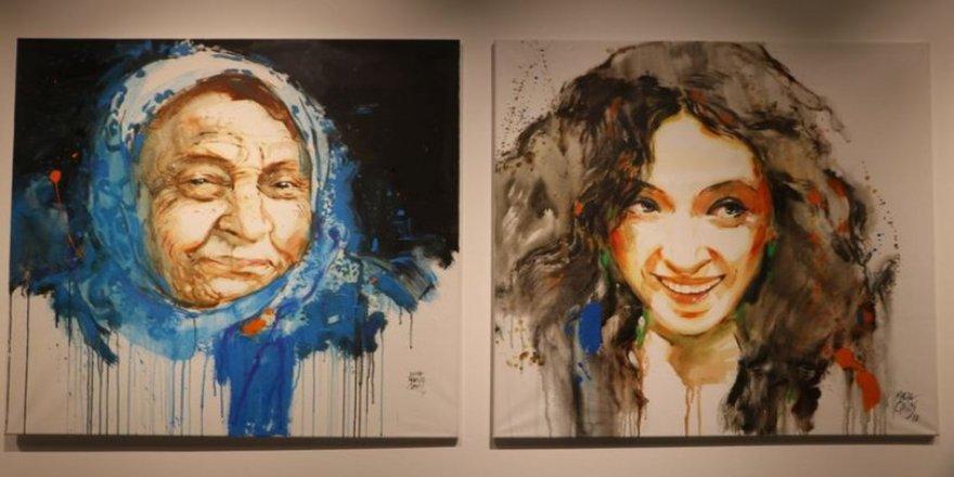 İspanyol ressamın 'İstanbul'a Bir Bakış' sergisi Beyoğlu'nda açıldı