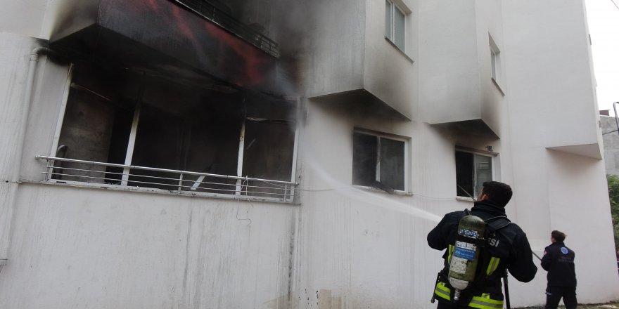 4 katlı binada çıkan yangında can pazarı