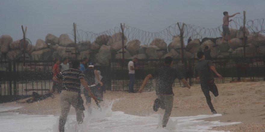 İsrail askerleri, 93 Filistinliyi yaraladı