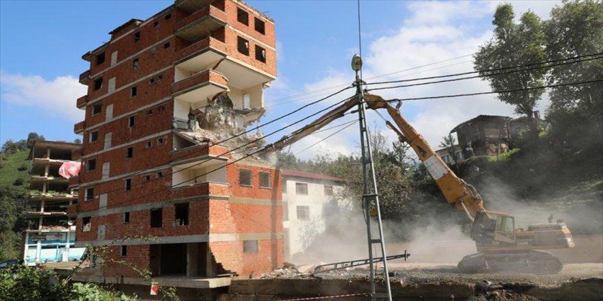 7 katlı binanın yıkımına başlandı