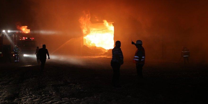 Pamuk deposunda yangın çıktı!