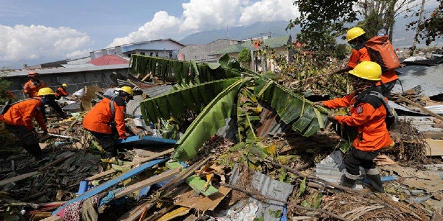 Endonezya'da ölü sayısı bin 558'e yükseldi
