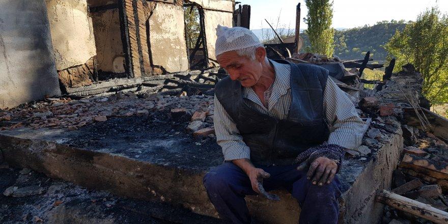 2 katlı ev ve samanlık yangında kül oldu