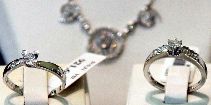 Pırlanta yüzüğü yutan İrlandalı turist tutuklandı