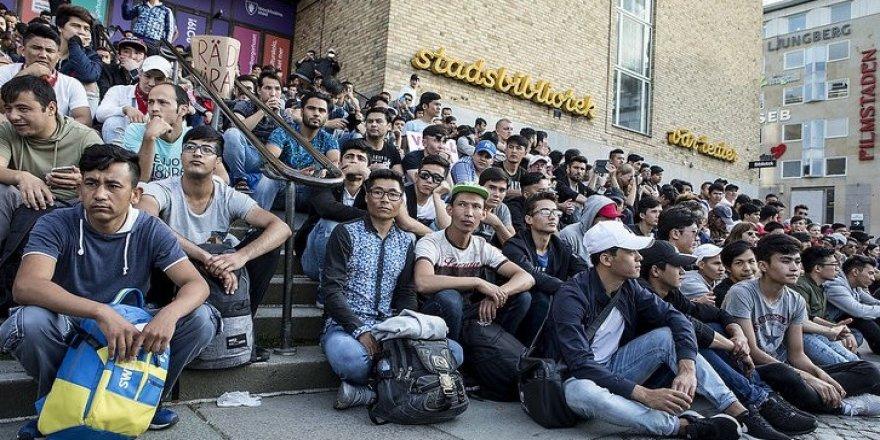 Sınır dışı edilen mülteci genç intihar etti
