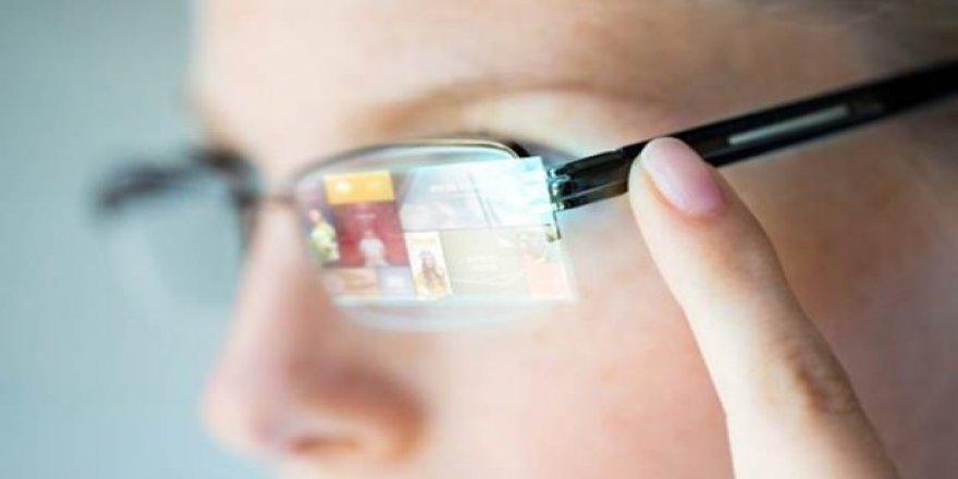 Görüntüyü doğrudan göze yansıtan akıllı gözlük!