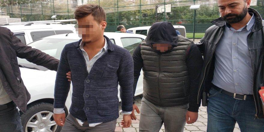 Araçların camlarını kırıp hırsızlık yapan 2 kişi tutuklandı