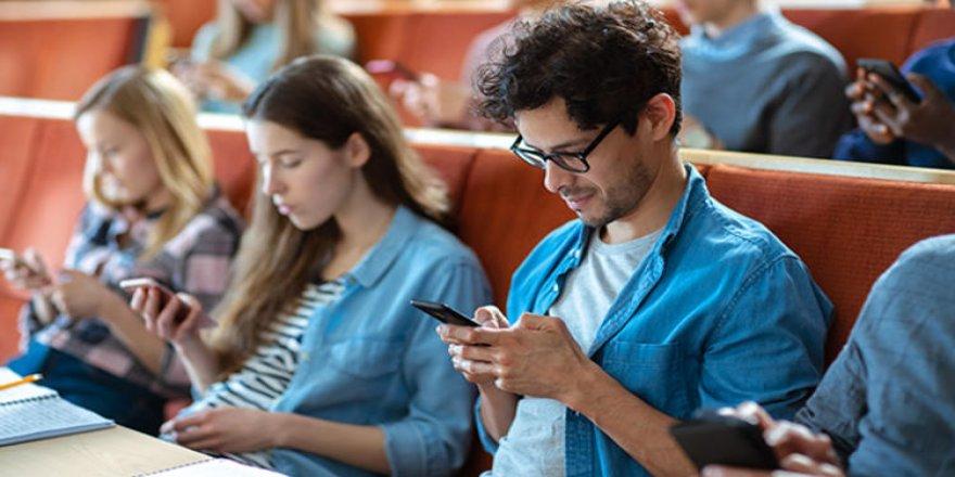 Üniversitelerde cep telefonu yasaklanıyor mu?