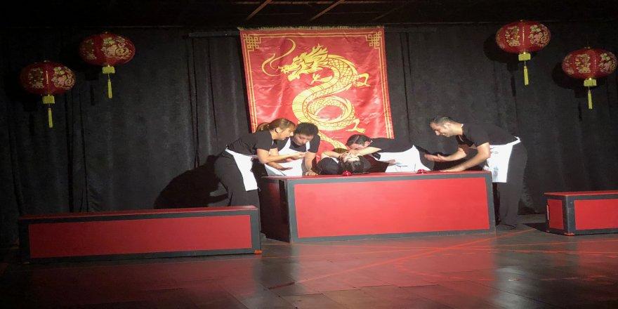 Tiyatro TAM'dan izleyiciyi içine çeken oyun: ''Altın Ejderha''
