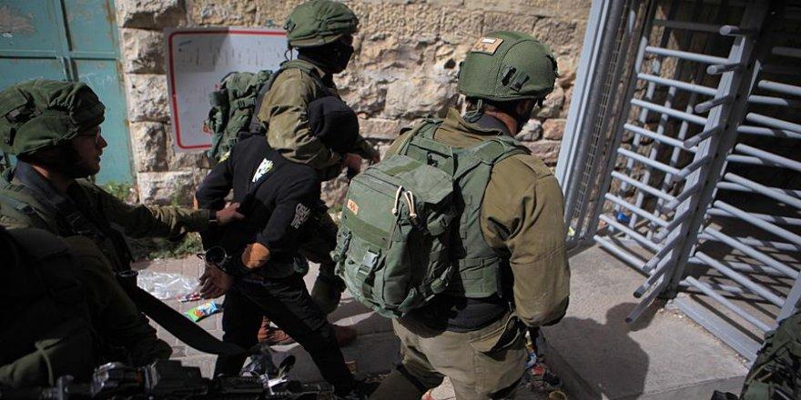 İsrail askerleri 120 öğrenciyi yaraladı