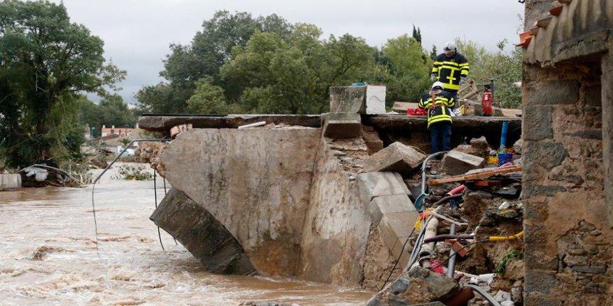 Şiddetli yağışlar 7 can aldı