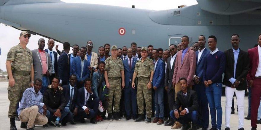 60 Somalili subay Türkiye'de eğitilecek