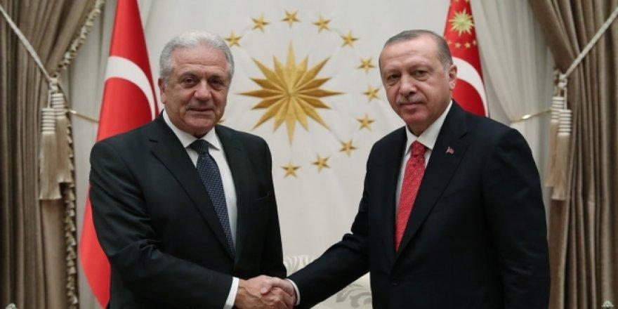 Erdoğan, AB Göç Komiserini kabul etti