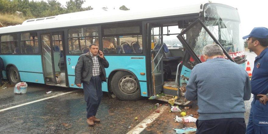 Belediye otobüsü kayalıklara çarptı: 20 yaralı
