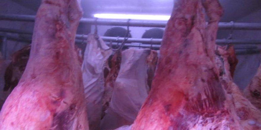Ruhsatsız et deposuna baskın yapıldı