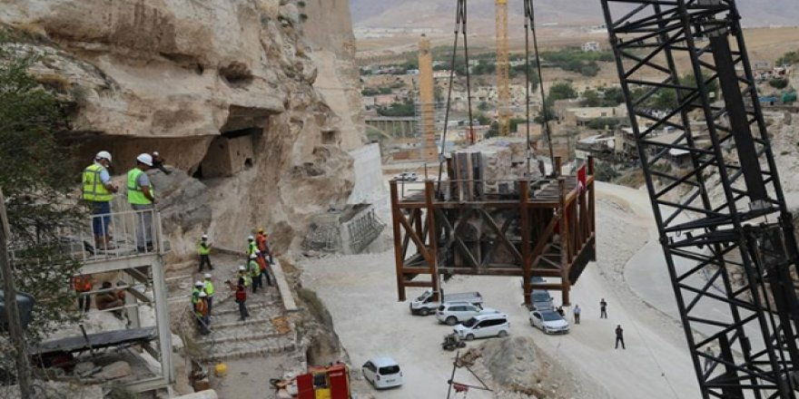Hasankeyf Kalesi Orta Kapısı'nın ikinci bölümü yeni yerine taşındı