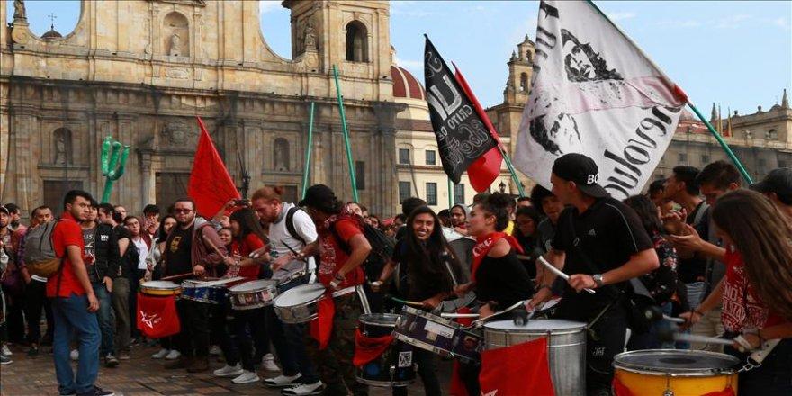 Eğitim bütçesi protestoları sürüyor