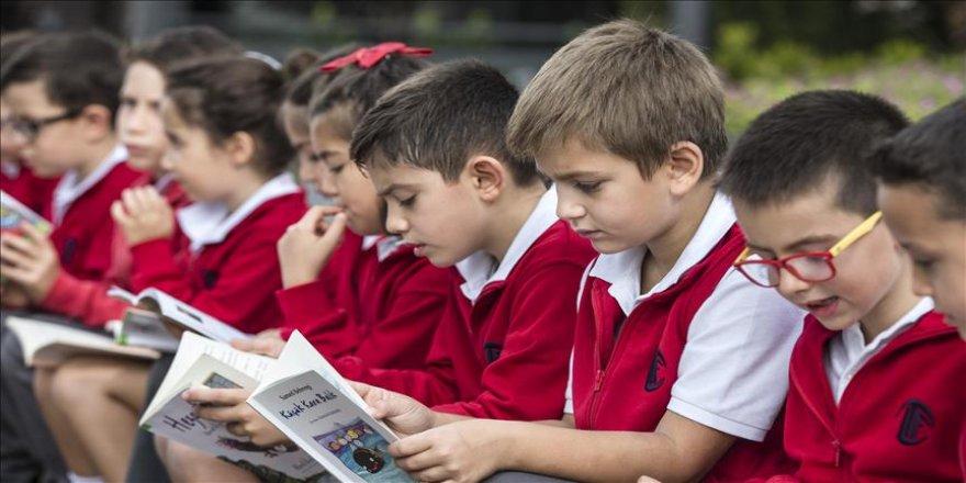 Okul dışında hem okudular hem okuttular