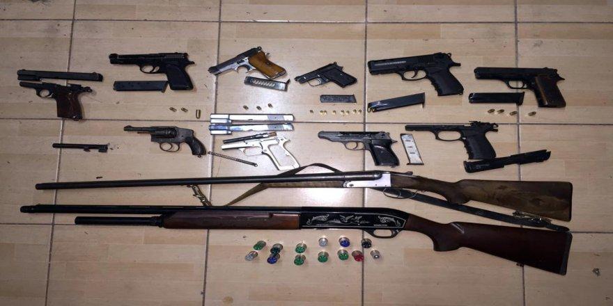 Antalya merkezli dört ilde yapılan eş zamanlı operasyonla organize suç örgütü çökertildi