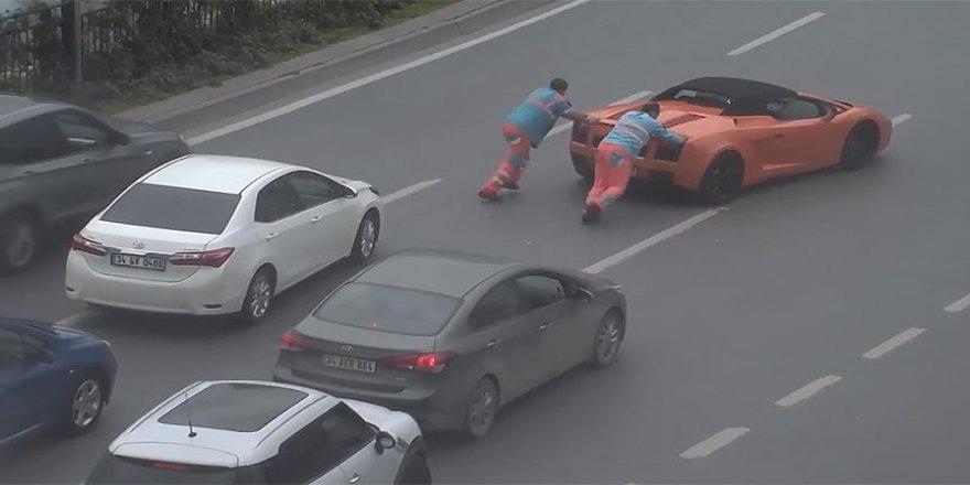 Arızalanan Lamborghini'yi İBB çalışanları itti