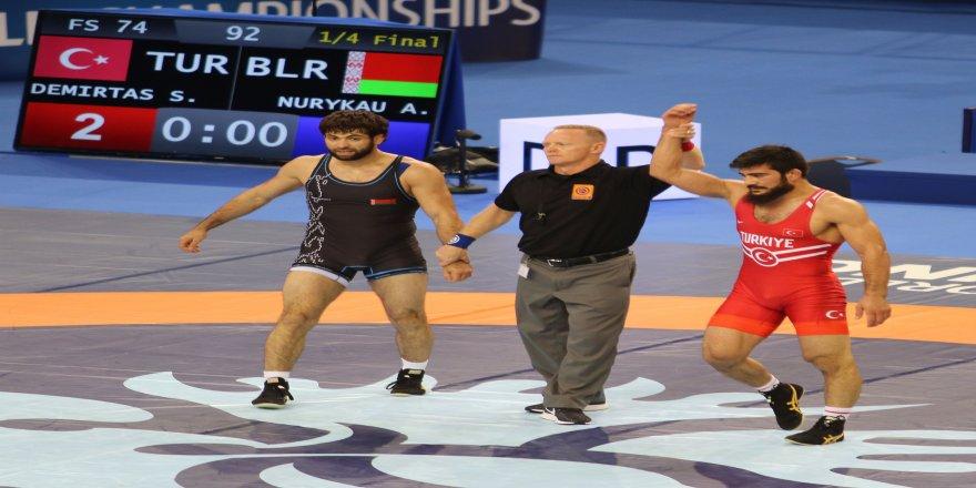 Fatih Erdin, Dünya Güreş Şampiyonası'nda finalde