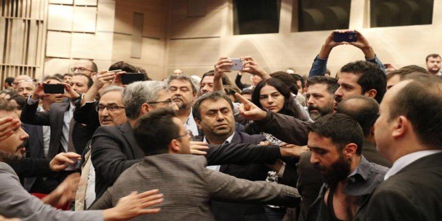 İstanbul Barosu Genel Kurulu'nda arbede