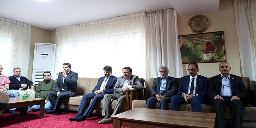 Kalın'dan Karakoç ailesine taziye ziyareti