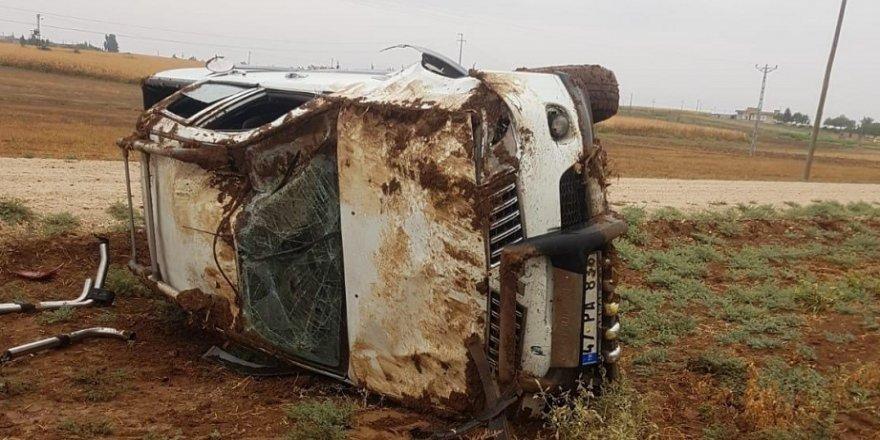 Kontrolden çıkan kamyonet takla attı