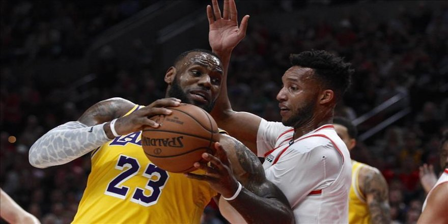 Lakers, LeBron'ın 'triple-double'ı ile kazandı