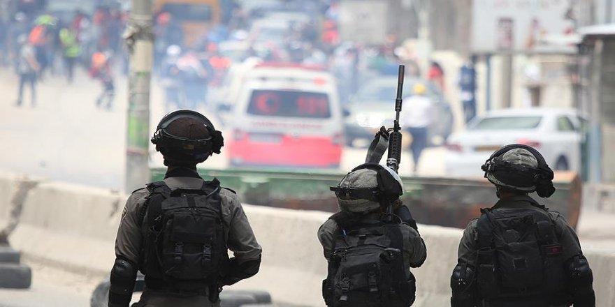 İsrail askerleri gazetecilerin eylemlerine müdahale etti