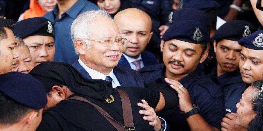 Malezya'da yolsuzluk suçlamaları!