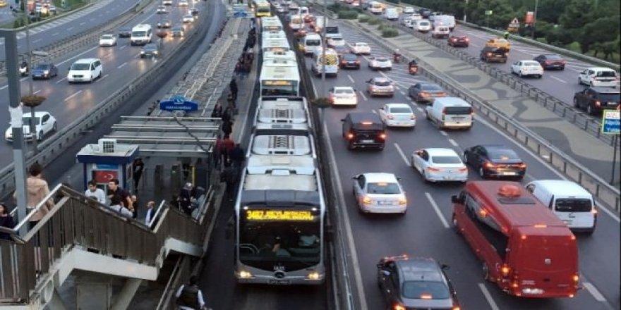 Metrobüs arızası seferleri aksattı