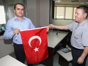 Büyükşehir'den personele Türk Bayrağı
