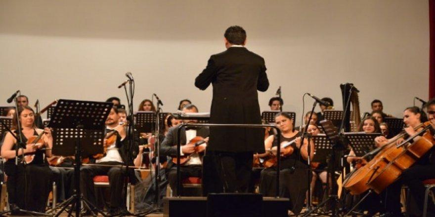 Hacettepe Üniversitesi Senfoni Orkestrası, Akıngüç Oditoryumu Sahnesinde