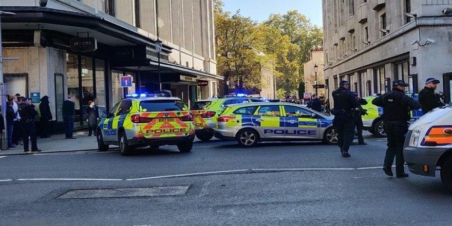 Londra'da bıçaklı saldırı
