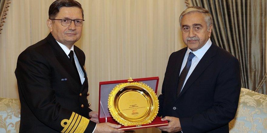 Akıncı, Oramiral Özbal'ı kabul etti
