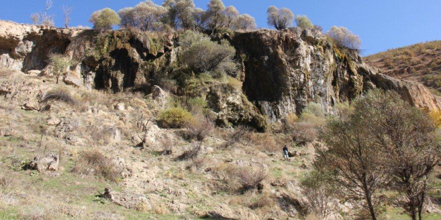 """Kayıpşehir iddiasıyla gündeme gelen yerde """"Urartu"""" izlerine rastlandı"""