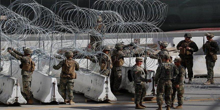 Amerikan askerleri sınıra tel örgü çekti