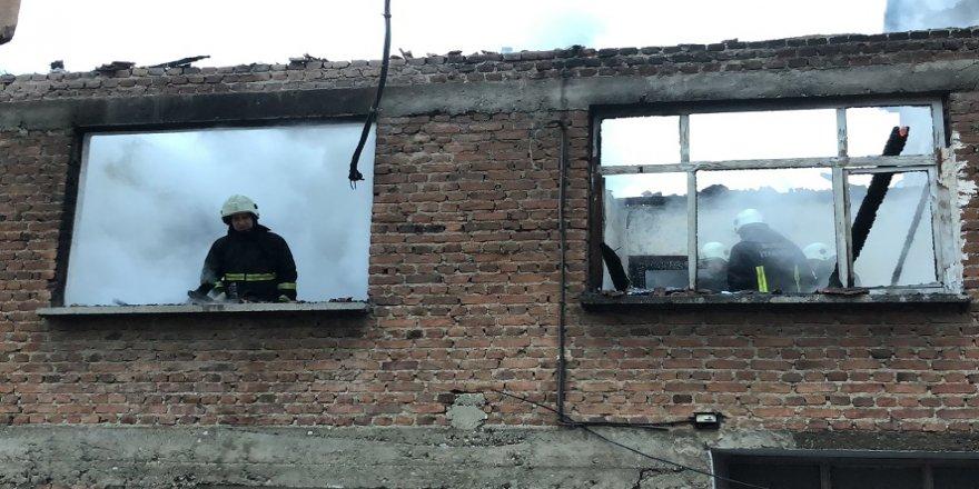 Sobayı yakarken evi yaktı