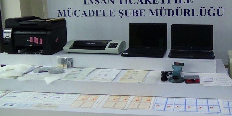 Sahte belge şebekesine operasyon