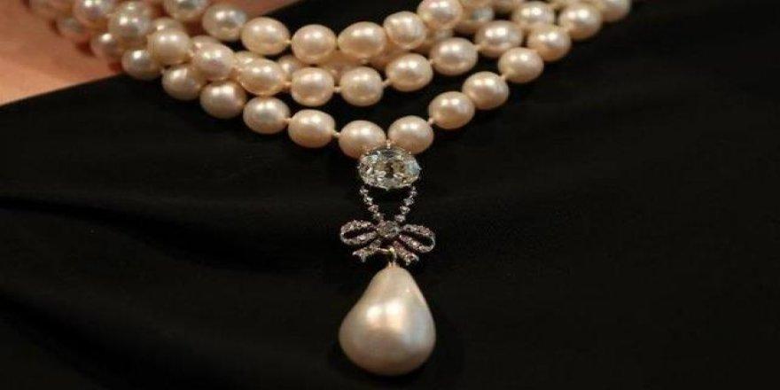 Marie Antoinette'e ait inci kolye 36 milyon dolara satılarak rekor kırdı