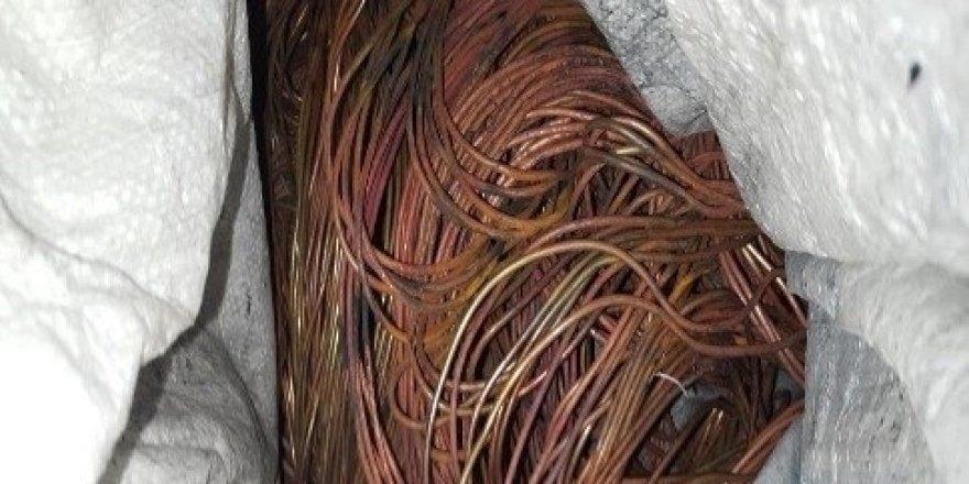 Kablo çaldı, tutuklandı