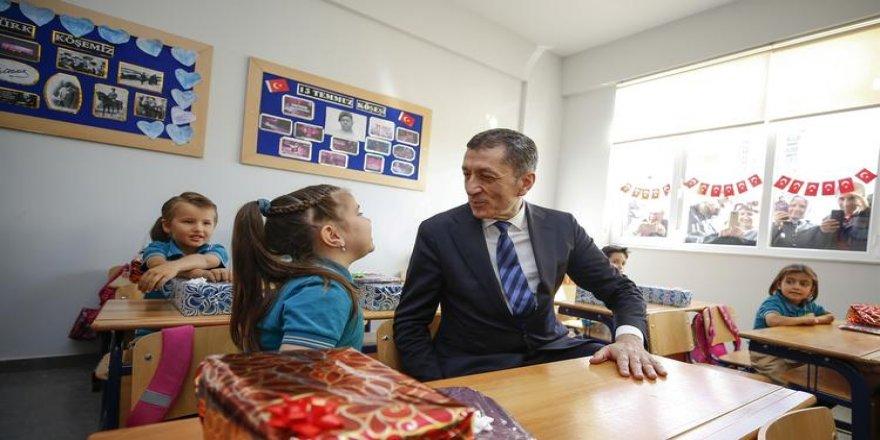 Bakan Selçuk: Çocukların geleceği için sadece notlara bakılmamalı