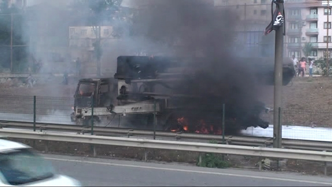 Çimento kamyonu alev alev yandı