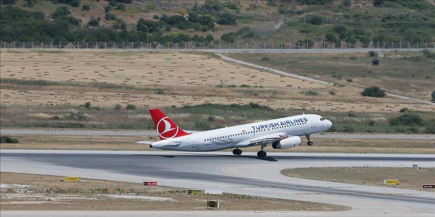 Uçakta 'TNT taşıyorum' şakası yolcuları 4 saat bekletti