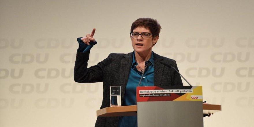 Merkel'in veliahtından korkutan açıklama