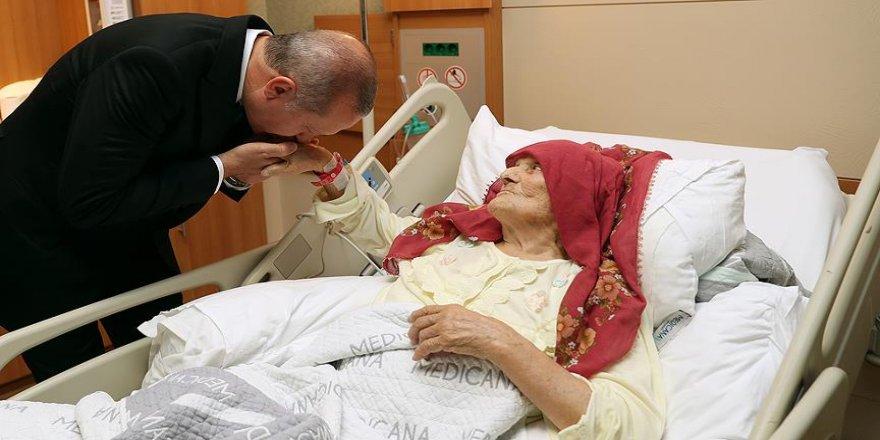 Erdoğan'dan 100 yaşındaki Nazmiye Balcı'ya ziyaret