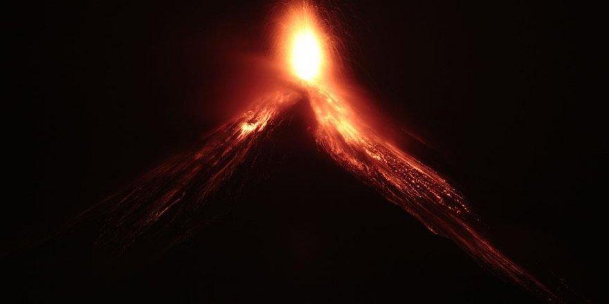 Fuego Yanardağı faaliyete geçti