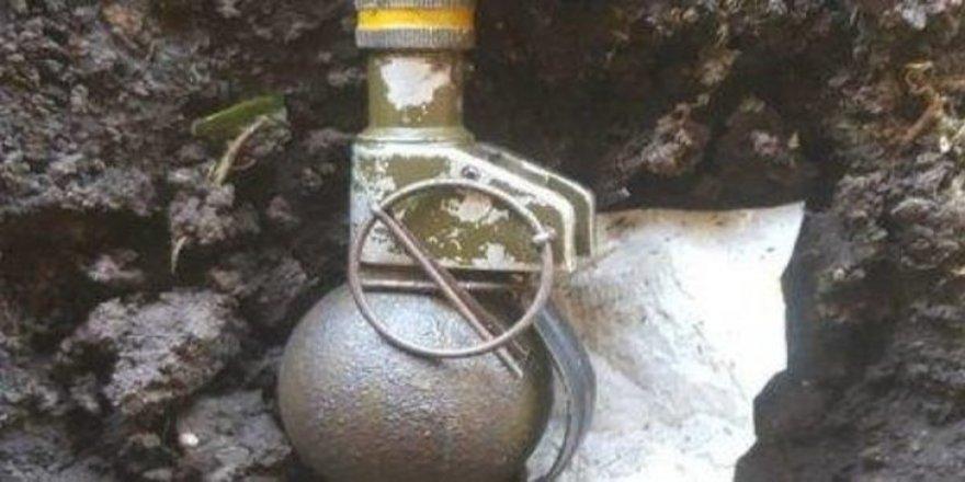 Tribünde el bombası bulundu