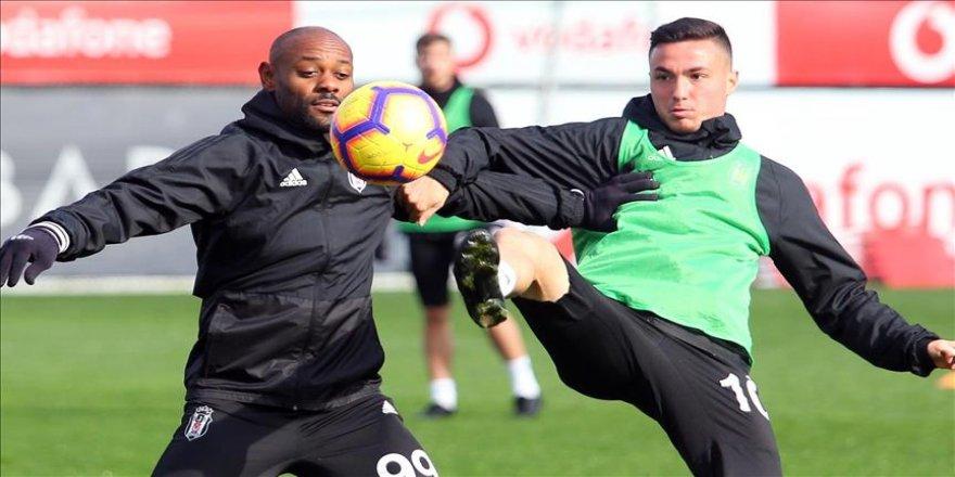 Beşiktaş'ta 10 futbolcusundan yoksun çalıştı